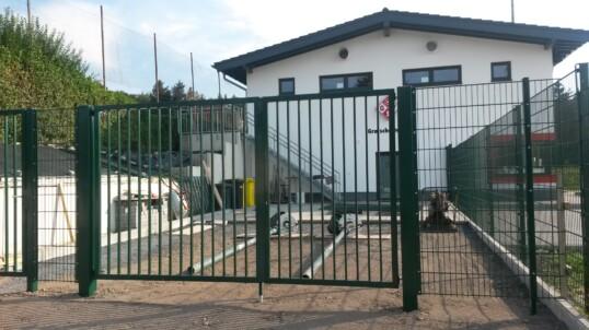 Zaun am neuen Sportheim fertig!